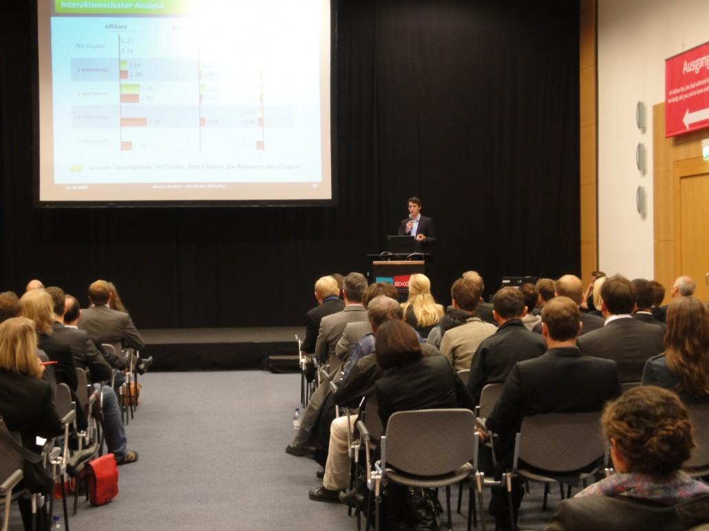 Volles Haus bei Tobias Kiesslings Vortrag zum richtigen Einsatz von Attributionsmodellen