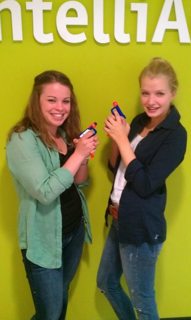 Olivia Aliprandi & Luise Büscher hatten viel Spaß während ihres einwöchigen Praktikums bei intelliAd
